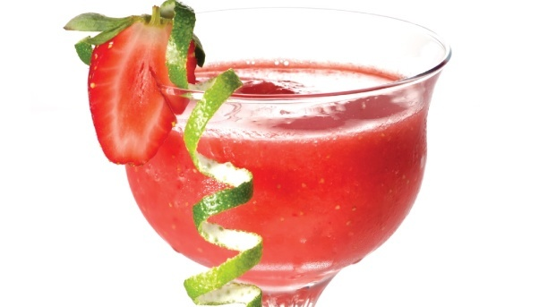 The Perfect Party Drink for Every Guest: A Strawberry Daiquiri Mixed ...